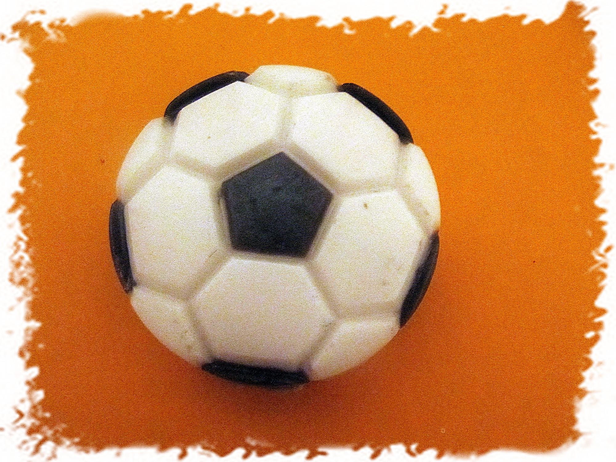 Поделки для сада: Лягушки из мячей - каталог статей на сайте - ДомСтрой